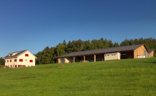 Zweifamilienhaus und Laufstall Islisberg